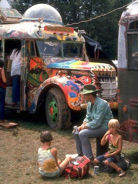 Hippismo anárquico em Woodstock: etapa rumo ao anarquismo tribal perfeitamente ateu