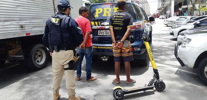 Homens são presos por andar de patinete elétrico na Ponte Rio-Niterói