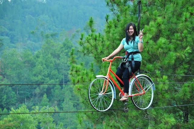 Sebetulnya ada perbedaan mencolok antara sepeda gantung dengan sepeda udara Tempat Wisata Malang Jawa Timur terfavorit dan terbaru untuk keluarga:  5 WAHANA SEPEDA GANTUNG DAN SEPEDA UDARA DI MALANG INI JADI FAVORIT WISATAWAN