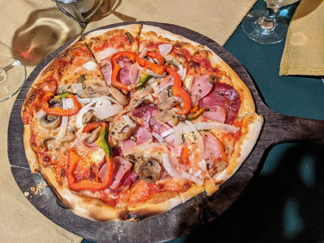 What to eat in Costa Rica: Tramonti Pizza in Monteverde