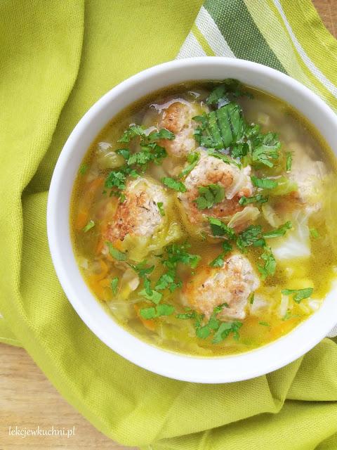 Zupa z młodej kapusty z pulpecikami przepis