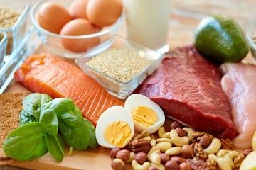 Dietas pobres em carboidratos controla a glicose no sangue de pessoas com diabetes tipo 1, revela estudo