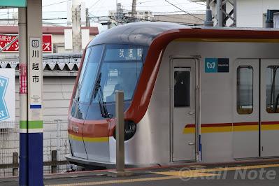 川越市駅に停車する17000系試運転列車