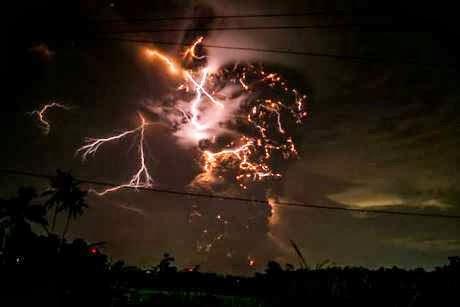 """""""foto gunung kelud meletus kilat"""""""