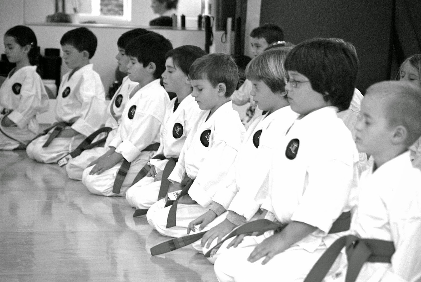 Niños en mokuso. Foto de Goju Karate Center