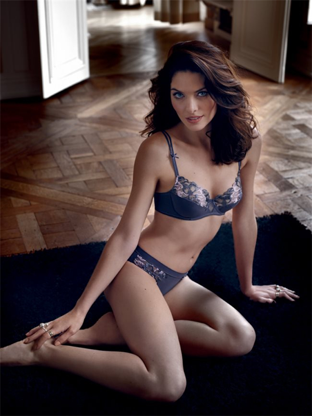 e02ae0162 ... 3D spacer plunge bra is to meet your need. In contrast