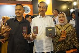 Ke Ring Road Coffee Aceh, Jokowi Beli 2 Bungkus Kopi dan 10 Parfum
