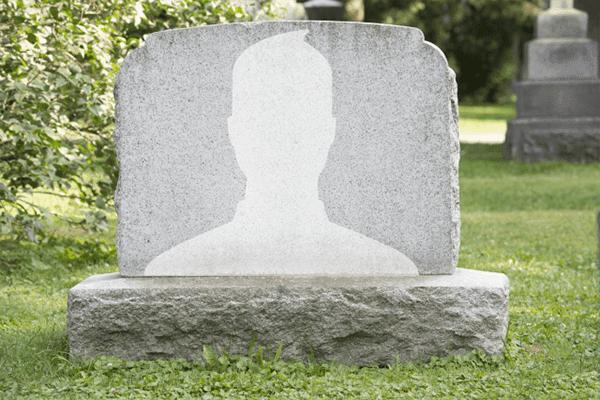 خطأ فضيع من فيس بوك يجعل ملاين الحسابات توفيت و زوكربيرج ضمن القائمة
