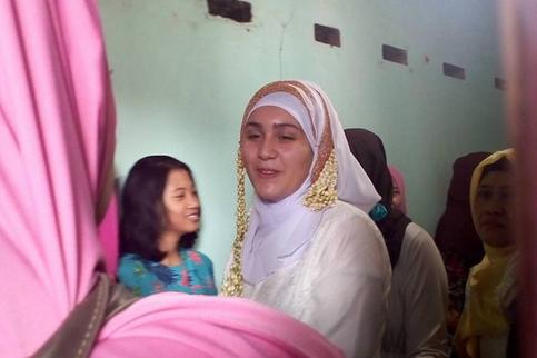 """Ilaria berpindah agama hari Senin 1 Mei 2017 sudah mualaf kita memang berharap begitu sebelum nikah sudah menjadi muslim,"" Kata Zainal Arifin"