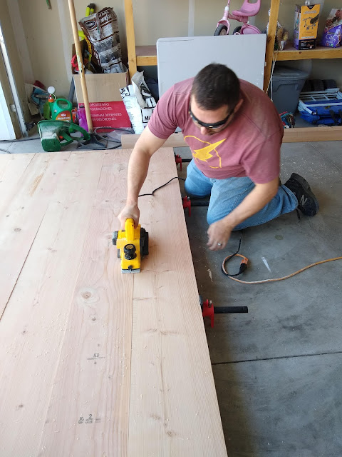 Smoothing large boards with hand planer
