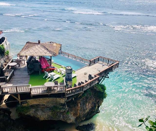 Cafe Di Pantai Suluban