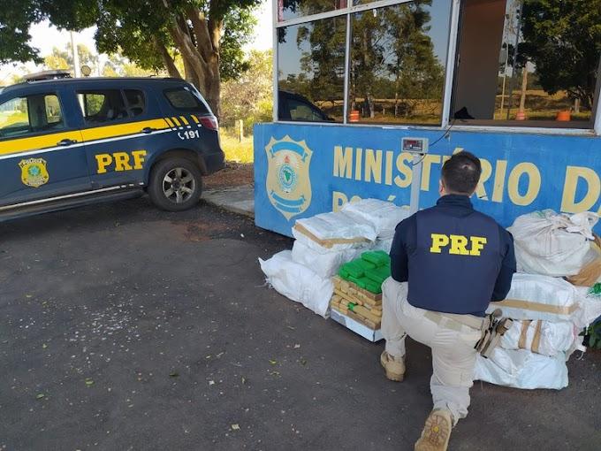 PRF apreende carro 'lotado' com 300 quilos de maconha no Paraná