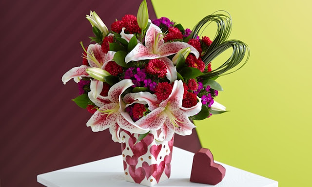 pictures of valentine flowers red rose mix with other flowers in green toush with white