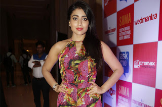 Shriya Saran Latest Pictures (11)