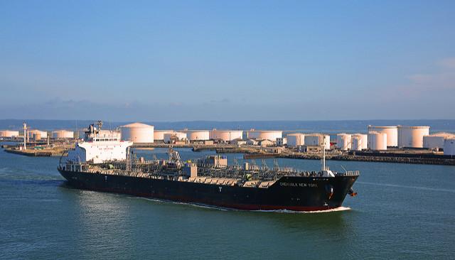 Нефть снова под давлением