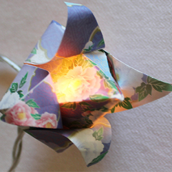 DIY Guirlande de fleurs de lotus en origami