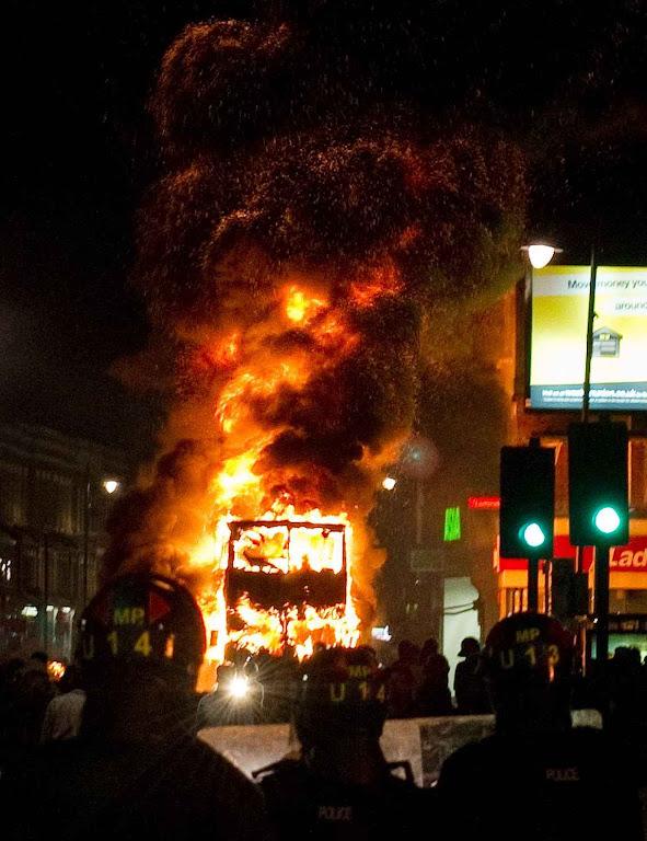 Enfrentamentos étnicos em Londres