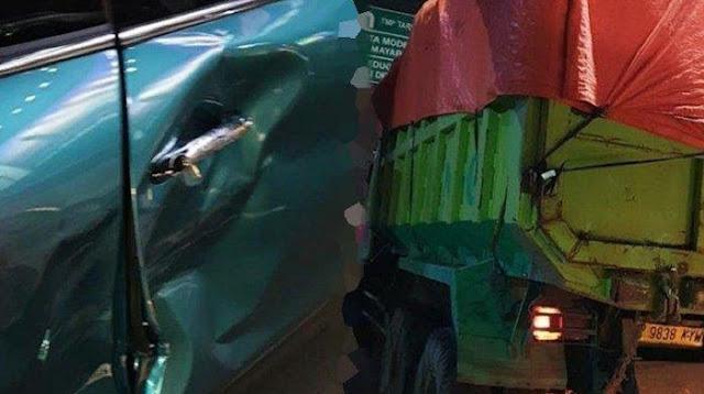 Mobil Mini Cooper Said Didu Diseruduk Truk Tronton