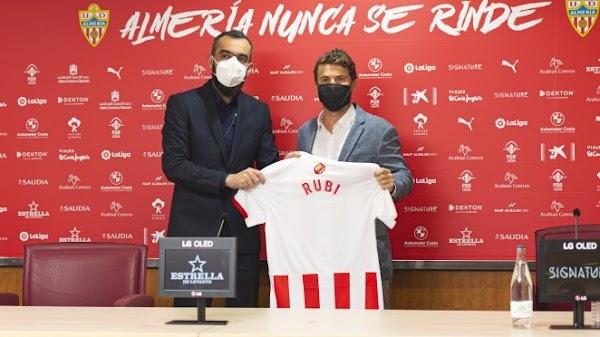 Oficial: Almería, firma Rubi hasta 2023