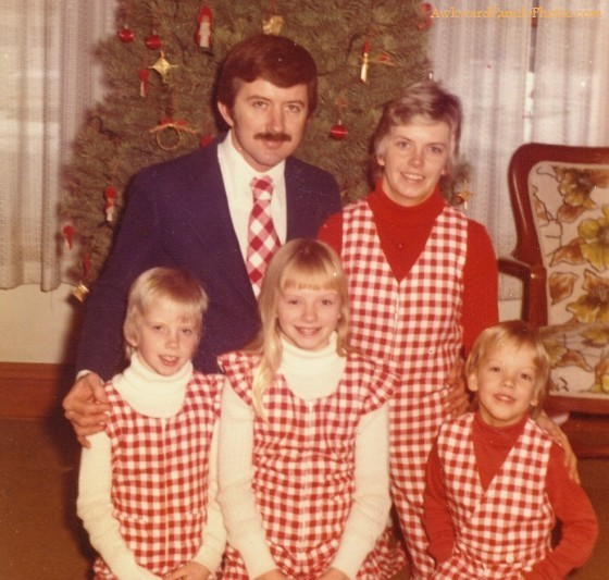 Ugly Christmas Family Pictures.The Great American Disconnect Political Comments Ugly