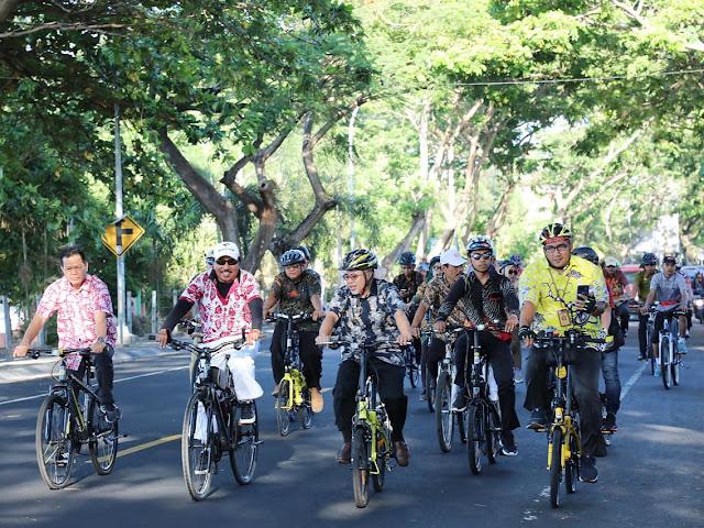 Menarik, Hari Batik Nasional di Bantaeng Dirayakan Dengan Gowes