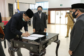 Lantik 105 Pejabat, Gubernur NTB Harap Tim Birokrasi Lebih Proaktif