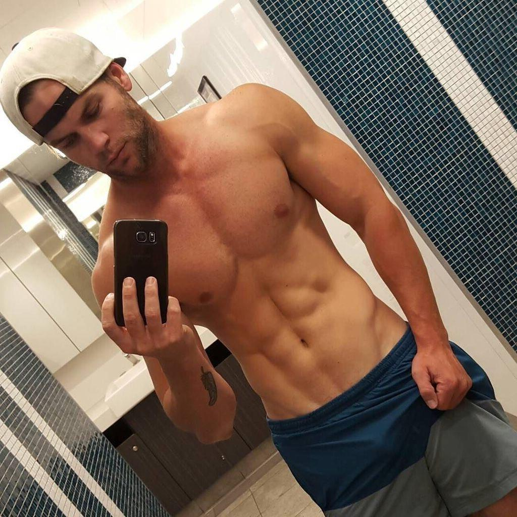 shirtless-fit-bad-boy-body-selfie-vline-pecs-abs-manly-young-hunk