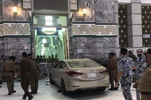 Kronologi Pengemudi Mobil Tabrak Gerbang Masjidil Haram