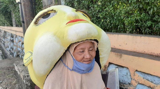 Cerita Nenek Bawon Jadi Badut Mampang di Pondok Gede Usai Kepergian Suami: Senang Hibur Anak-Anak