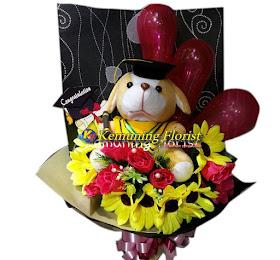 Handbouquet Bunga Artificial + Boneka Wisuda <price>Rp.135.000 </price> <code>SKU-A1</code><br>Kemuning Florist Malang