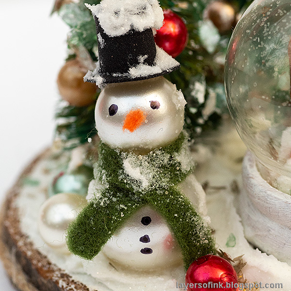 Layers of ink - Christmas Forest with Snowglobe Tutorial by Anna-Karin Evaldsson. DIY snowman made of pearls.