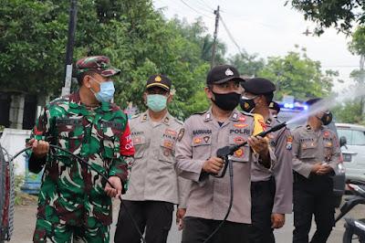 Cegah Covid-19, TNI/Polri Lakukan Penyemprotan Desinfektan