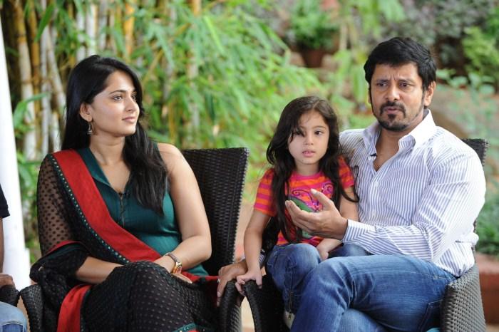 Actor Vikram, Anushka, Baby Sara Latest Stills@ Nanna Team ...