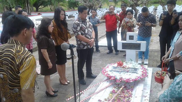 Wagub Ziarah Ke Makam Mantan  Gubernur Sulut CJ Rantung