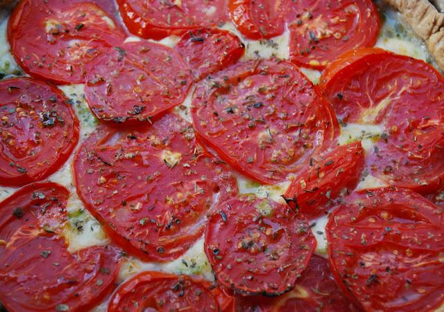 Tarte tomate-mozzarella-pesto