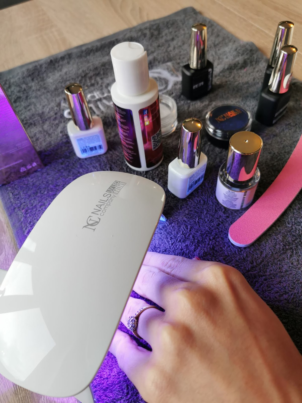kosmetyki do paznokci hybrydowych