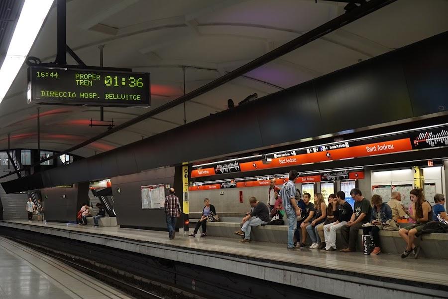 地下鉄サン・アンドリュー(Sant Andreu)のホーム