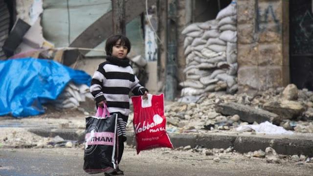 Salah seorang anak laki-laki di Aleppo dari sejumlah anak di Suriah yang layak untuk meraih predikat 'memiliki daya tahan terkuat di dunia'.