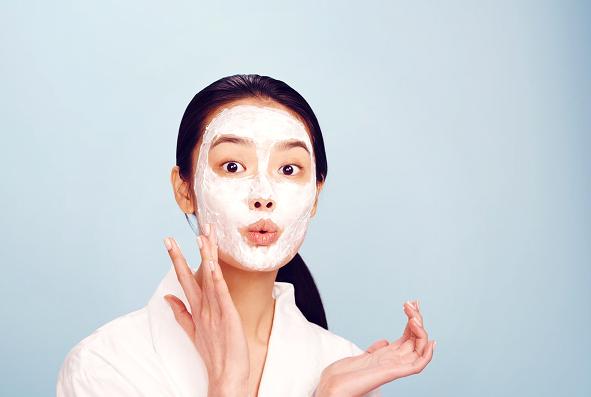 7 conseils pour prendre soin de la peau de façon naturelle .