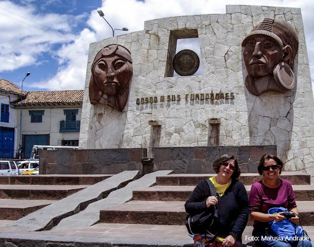 Monumento a Manco Capac e Mama Ocllo, fundadores mitológicos de Cusco, Peru