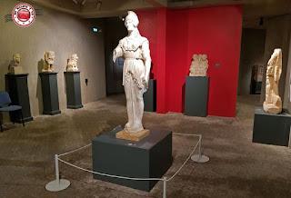 Poitiers - Museo de la Santa Cruz