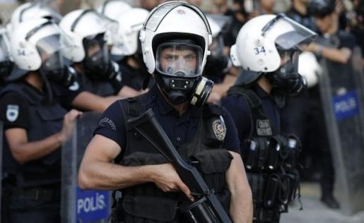 اعتقلت الشرطة الدنماركية ثلاثة اشخاص للاشتباه بعلاقتهم بالعملية الارهابية في الاهواز