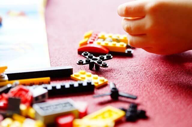 piezas pequeñas de juguetes causan accidentes en el hogar