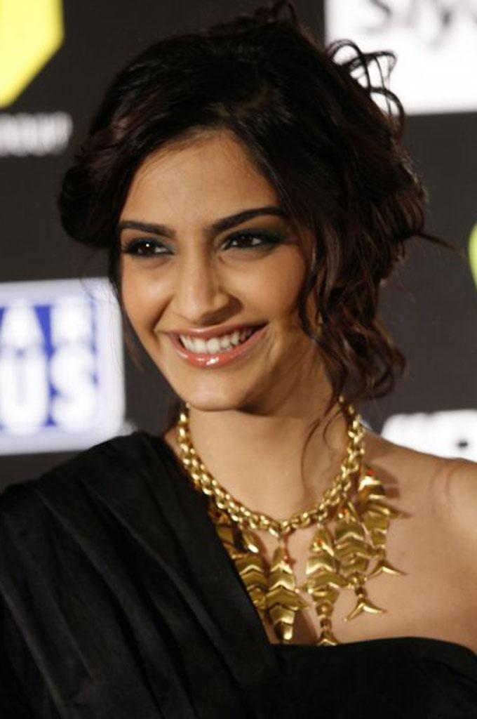 Movie Hub Bollywood Actress Sonam Kapoor Hot Photos-5390