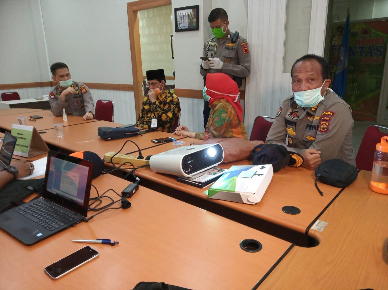Kesiapan Posko Tim Gugus Tugas Penanganan Permasalahan Covid-19 Tingkat Provinsi Jambi, Di Cek Langsung Oleh Kapolda Jambi