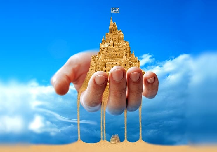 A imagem mostra a mão de Deus segurando a torre de babel enquanto ela escorre pelos seus dedos como areis. no fundo um céu azul preenche a imagem.