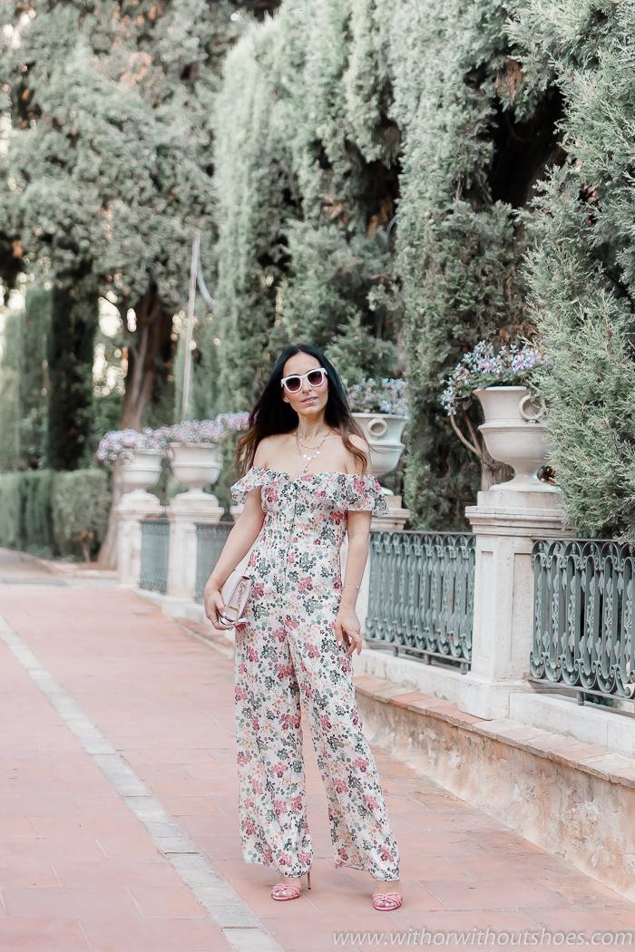 tendencias streetstyle Influencer blogger valencia con look estiloso y sandalias rosas Jimmy Choo