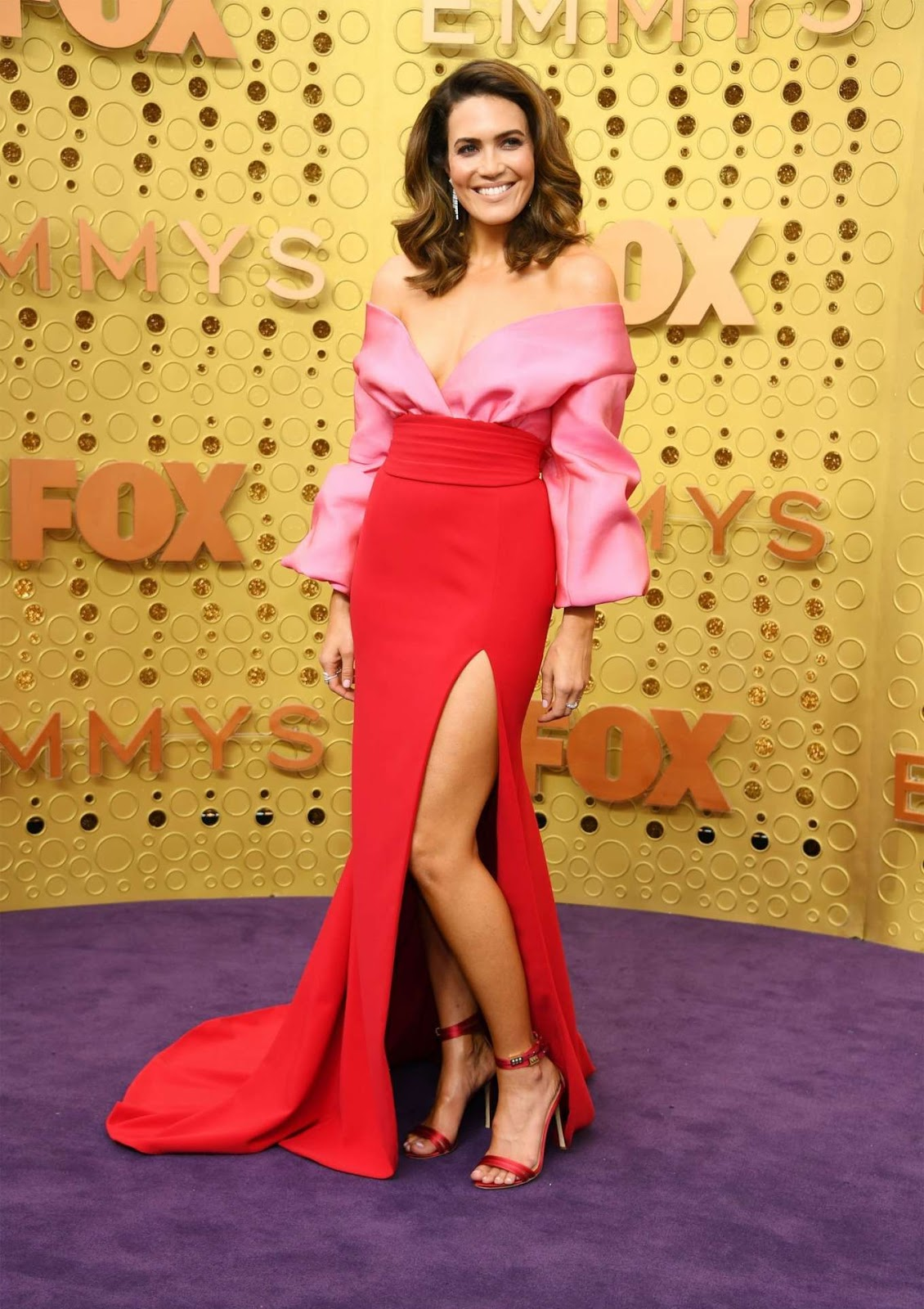 Mandy Moore bares ample cleavage at the 2019 Emmy Awards in Los Angeles