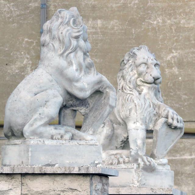 Two lions in Viale Petrarca, Livorno