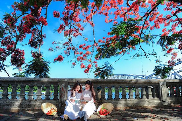 Du lịch cùng gia đình, bắt trọn vẻ đẹp sắc hoa mùa hạ ở cố đô Huế